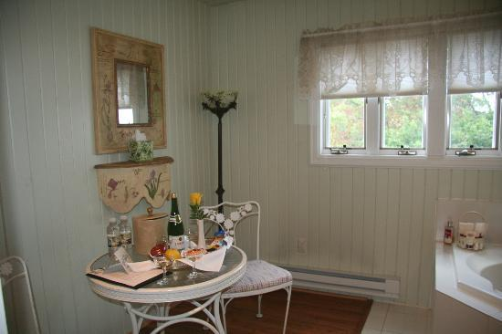 Tara - A Country Inn: The Lilac Room's private sunroom