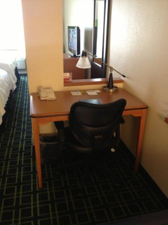 Fairfield Inn & Suites Visalia Tulare: Desk area
