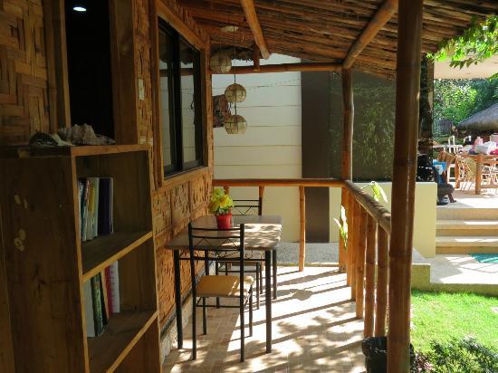 Samal Island Huts: Coffee Table outside the room