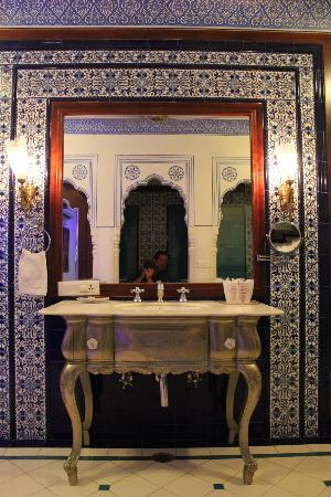 Pearl Palace Heritage - The Boutique Guesthouse: PPH bathroom