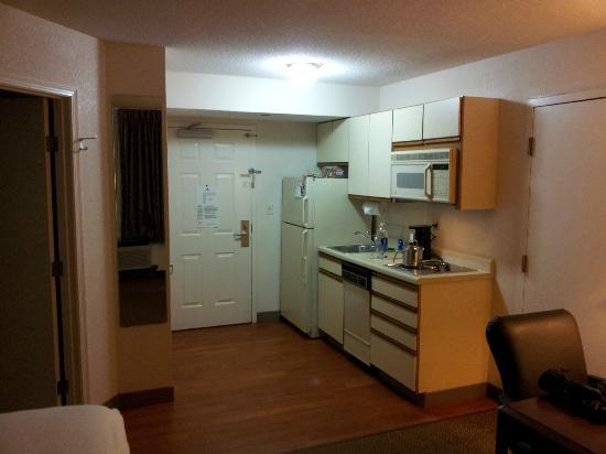 Candlewood Suites - Wichita Northeast: Kitchenette