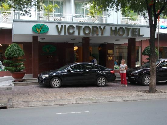 Victory Hotel: Front of Hotel