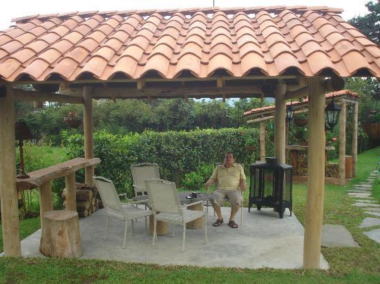 Completo relax en el kiosco picture of matisses hotel for Kioscos para fincas