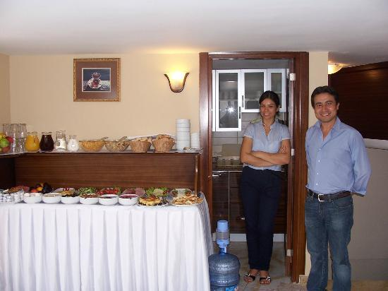 Osmanhan Hotel: Welcoming hotel staff