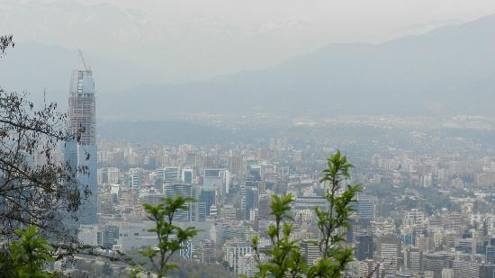 Cerro San Cristobal: Una vista de la ciudad.. contaminada :P