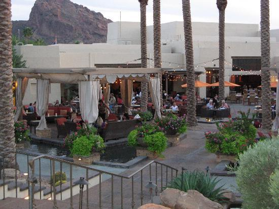 Rita's Kitchen: Camelback outdoor area for happy hour