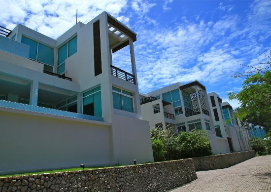 Aleenta Phuket Resort & Spa: Exterior view of ocean front villas