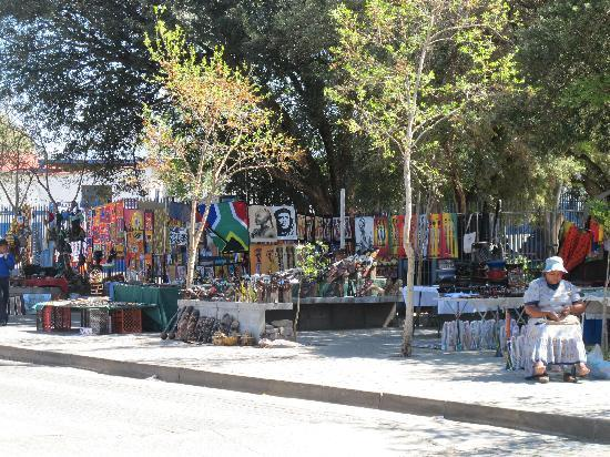Hector Pieterson Museum: vendors outside the museum