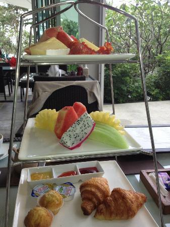 Aleenta Phuket Resort & Spa: Fruit platter for BF
