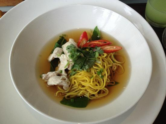 Aleenta Resort & Spa Phuket Phangnga: Bha-mee noodles for BF