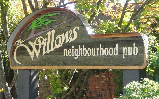 Willows Neighbourhood Pub: The Willow's Pub