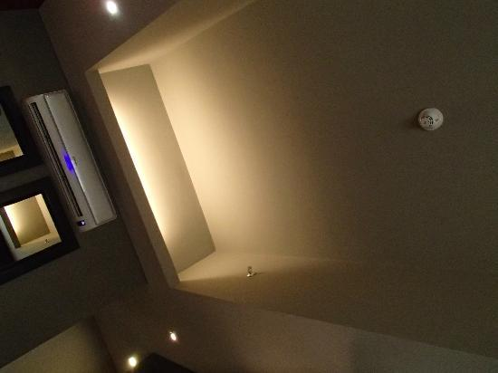 F1 Hotel Manila: Smoke detector