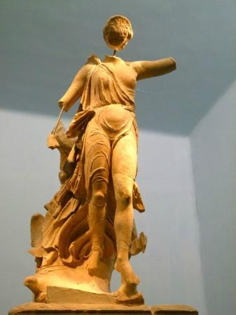 Katakolon Taxi - Ancient Olympia Day Tours: The Nike of Paionios. Carved out of marble. Face unfortunately absent.
