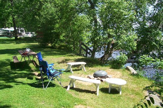 Weaver's Resort & Campground: Log Cabin front yard lakeside