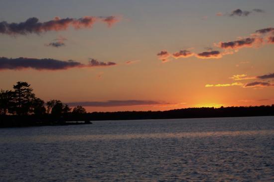 Weaver's Resort & Campground: Pelican Lake sunset