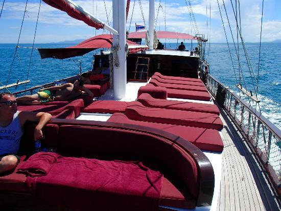 Boutique Yachting - Day Cruises & Private Charters: Lounge Chairs for sunbathing