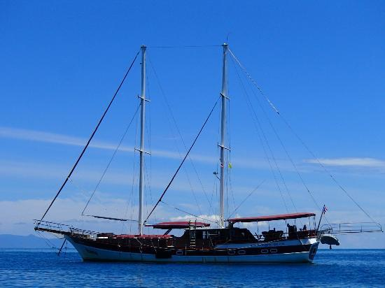 Boutique Yachting - Day Cruises & Private Charters: Naga