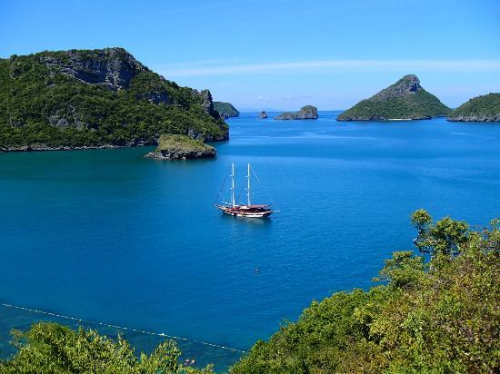 Boutique Yachting - Day Cruises & Private Charters: Naga at Emerald Green Lake stop