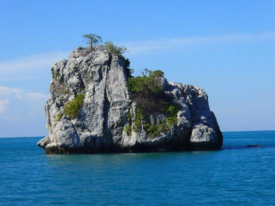 Boutique Yachting - Day Cruises & Private Charters : Big Rock Island in the ocean