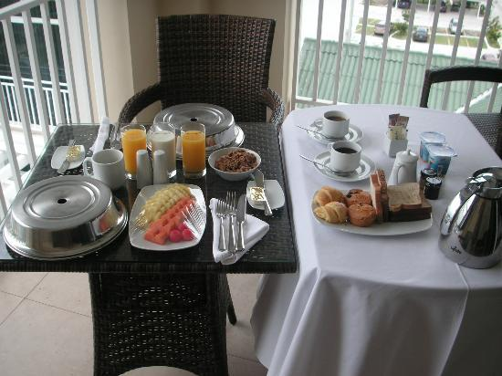 Sheraton Bijao Beach Resort - An All Inclusive Resort: Wonderful breakfast served on the balcony of our room