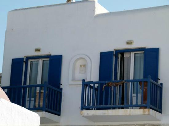 Paradise Beach: Typical blue windows and balconies.
