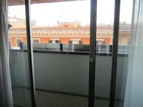Hotel Cicerone: I actually had a tiny balcony with view of the Vatican