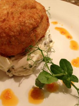 The Bull Inn: Crabcakes with fennel and caper slaw