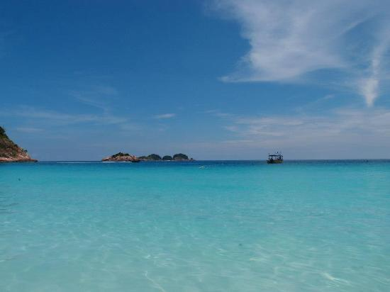 Laguna Redang Island Resort: how beautiful is the beach, which located just right infront of the Resort