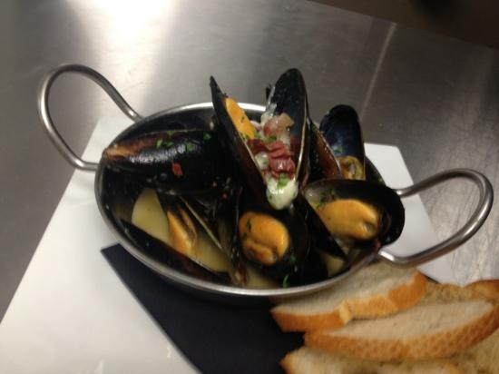 da Luca Cafe & Wine Bar : P.E.I. Mussels with Surryano Ham & Gorgonzola