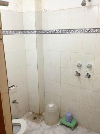 Hotel Divya : Bathroom