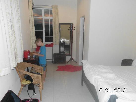 Rumah Putih Bed and Breakfast: Family Room