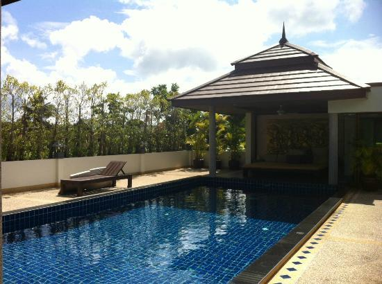 Phuket Cleanse Villa: pool area