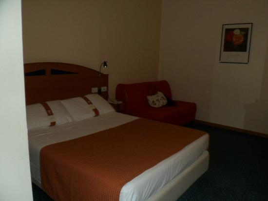 Holiday Inn Express Foligno: Lovely clean crisp bed linen