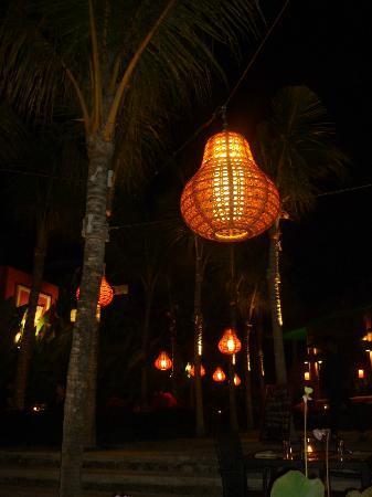 PinkCoco Bali: Restaurant bei Nacht