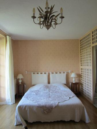 Au Bon Marechal: bedroom 1