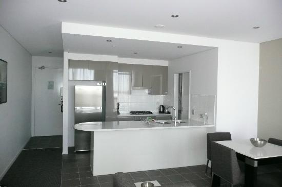 Meriton Serviced Apartments Aqua Street, Southport: Great kitchen