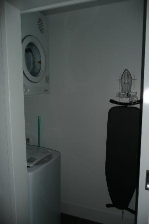 Meriton Serviced Apartments Aqua Street, Southport: Laundry facilities