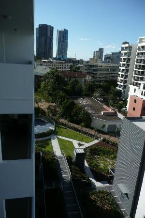 Meriton Serviced Apartments Aqua Street, Southport: Hotel grounds: pool+heated spa 