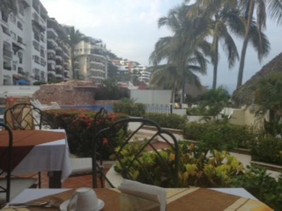 Tropicana Hotel: Tropicana Hotel in the outdoor lounge area 