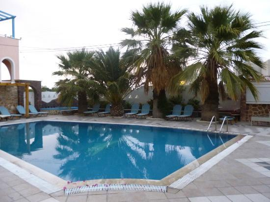 Atalos Apartments & Suites: piscina