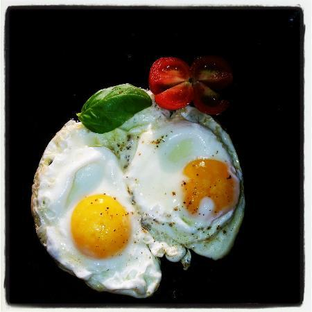 Casabella B&B: Morning Eggs @ Casabella
