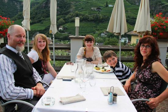 Hotel Hanny: Dining on the terrace