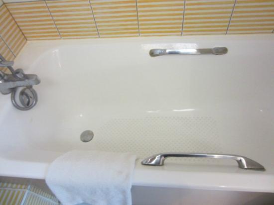 Hotel Mercure Lisieux : bath