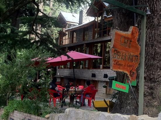 Casa Bella Vista Cottages & Cafe: front view.