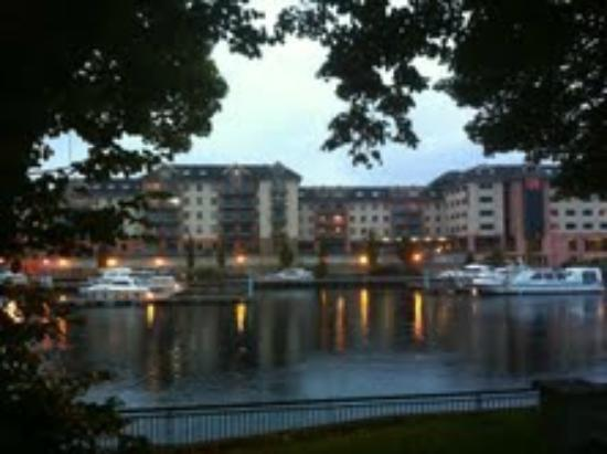 Radisson Blu Hotel, Athlone: looking across the water at The Radisson