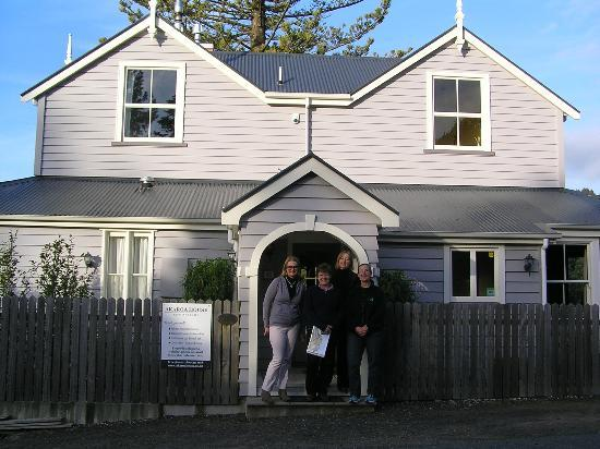 Akaroa House Bed & Breakfast: Welcoming portico