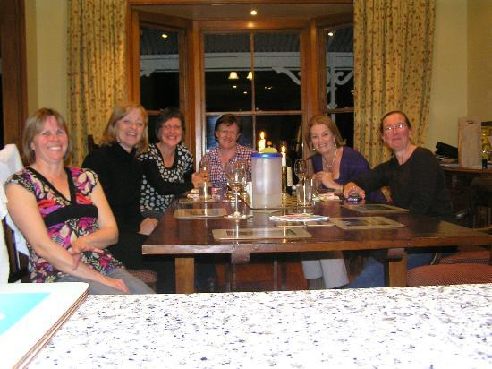Akaroa House Bed & Breakfast: Dinner with our hostess