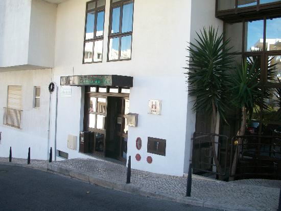 Colina do Mar Hotel: Vue extérieure de l'entrée de l'hôtel COLINA DO MAR, Albufeira