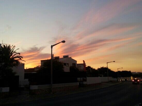 Casa Offshore: sun sets behind the casa!