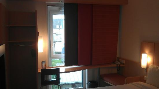 Ibis Munich City South Hotel: A small but comfortable room